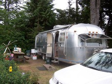 1975-airstream-trailer-by-koocheekoo.jpg