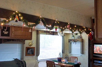 Barb-Durhams-rv-garland.JPG