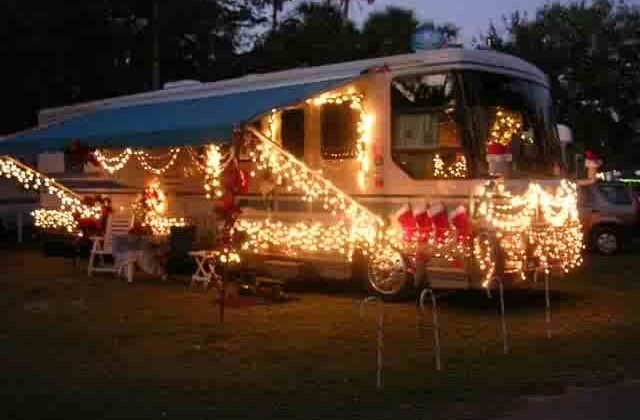 How To Decorate An RV For The Holidays… Pictures & Videos Of RVs With Christmas Lights