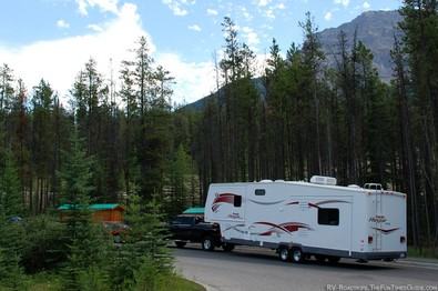 fifth-wheel-trailer-and-truck.jpg
