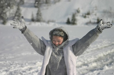 lady-enjoying-snow-by-kelownabc.jpg