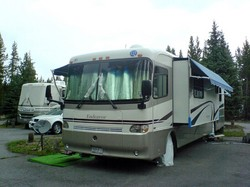 side-by-side-rv-parking-by-fabcom.jpg