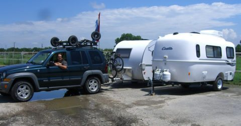 suv-towing-rv-trailer
