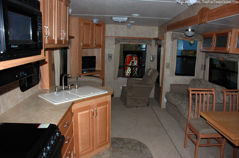 Inside A Travel Trailer >> What To Look For When Buying A Used Rv Trailer Or Fifth Wheel The