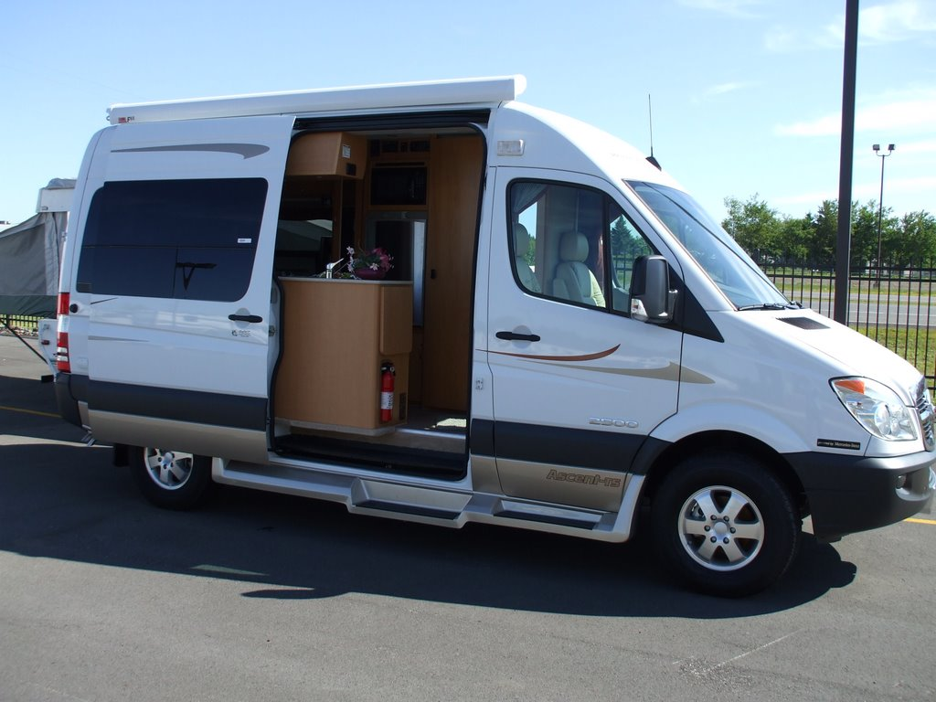 Rv Buying 101 Which Type Of Rv Is Best A Motorhome Or A