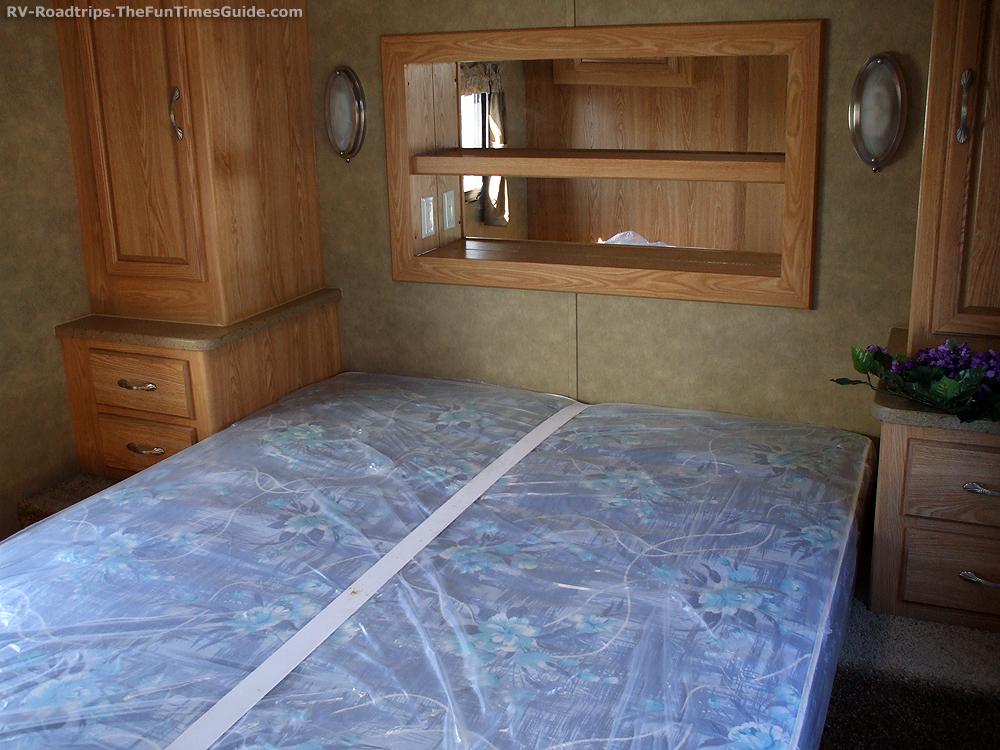 Travel trailer bunk bed mattress for sale for Best time for mattress sales