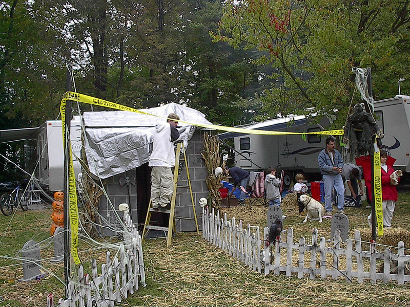 Amazing Scary Outdoor Halloween Decorating Ideas for Camping 800 x 600 · 202 kB · jpeg